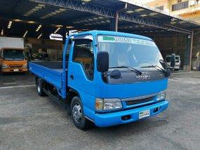 Blue Isuzu Elf 2006 Truck at 100000 km for sale