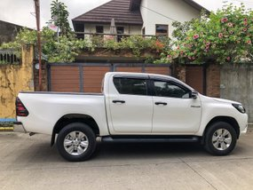 Selling White Toyota Hilux 2016 Truck at 28000 km