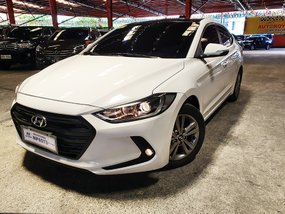 Sell White 2016 Hyundai Elantra at 22000 km