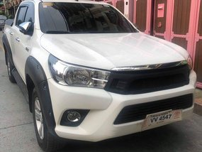 Selling White Toyota Hilux 2017 in Quezon City