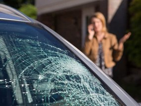 5 things to know before dealing with a chipped or cracked windshield