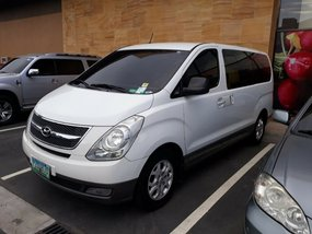 Sell White 2010 Hyundai Starex in Alegria