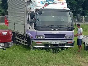 Used Isuzu Elf 2015 for sale in Batangas