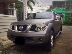 Silver Nissan Frontier Navara 2013 at 97000 km for sale
