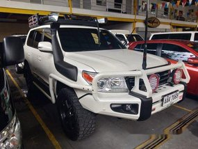 Sell White 2015 Toyota Land Cruiser in Quezon City