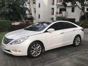 Sell White 2011 Hyundai Sonata at 30000 km