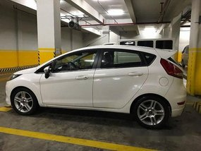Selling White Ford Fiesta 2013 Automatic Gasoline