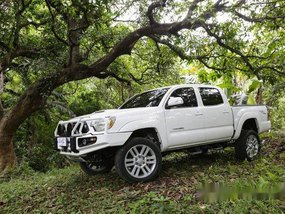 White Toyota Tacoma 2013 for sale in Quezon City