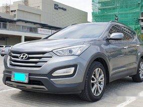 Grey Hyundai Santa Fe 2013 at 50000 km for sale