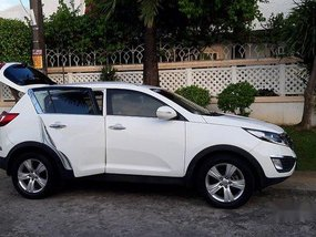 White Kia Sportage 2011 at 65000 km for sale