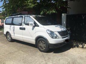 Selling White Hyundai Grand Starex 2015 at 50000 km