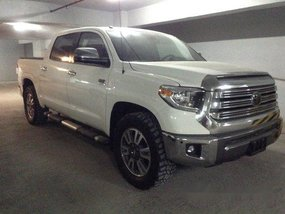Selling White Toyota Tundra 2019 in Quezon City