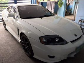 Selling White Hyundai Coupe 2006 Coupe at 100000 km