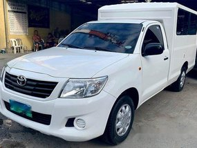 White Toyota Hilux 2012 at 70000 km for sale