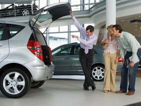 8 problems with dealerships that car buyers should be aware of