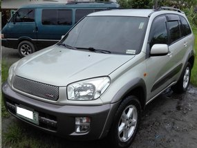 Selling Used Toyota Rav4 2003 at 160000 km