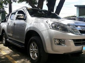 Silver Isuzu D-Max 2015 at 25000 km for sale