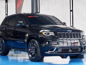 Black Jeep Grand Cherokee 2017 at 13000 km for sale