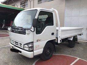 Selling White Isuzu Nhr 2016 Truck in Metro Manila