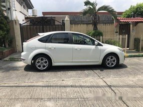 White Ford Focus 2012 at 71000 km for sale