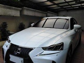 Sell White 2017 Lexus Is 350 at 5000 km