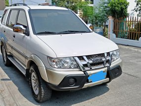 White Isuzu Crosswind 2010 for sale in Bulacan