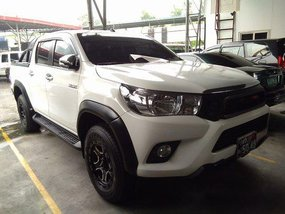 Selling White Toyota Hilux 2016 Automatic Gasoline