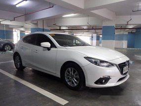 Selling White Mazda 3 2014 Automatic Gasoline at 30000 km