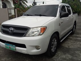 Sell White 2006 Toyota Hilux Manual Diesel
