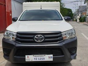 White Toyota Hilux 2016 at 32000 km for sale