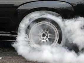 Car smells like burning rubber - Possible causes and solutions