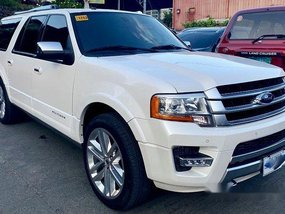 Selling White Ford Expedition 2017 Automatic Gasoline at 30000 km