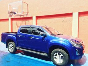 Selling Blue Isuzu D-Max 2018 Automatic Diesel