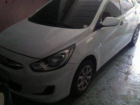 Selling White Hyundai Accent 2012 Manual Gasoline