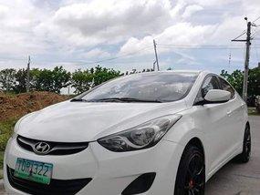 Selling White Hyundai Elantra 2012 at 35000 km