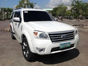 Selling White Ford Everest 2010 at 63000 km in Lucena