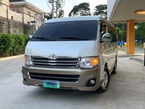 Selling 2nd Hand Toyota Hiace 2014 Van at 56000 km