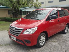 Red Toyota Innova 2007 at 45000 km for sale