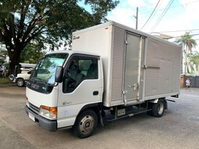 Selling 2018 Isuzu Elf Van in Quezon City