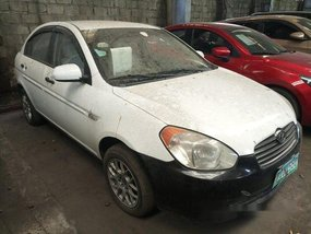 White Hyundai Accent 2010 at 113000 km for sale