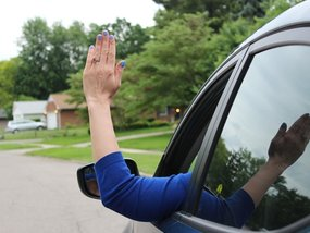 4 basic hand signals for driving you should know and understand