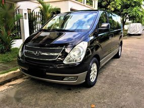 Sell Gold 2011 Hyundai Starex in Quezon City