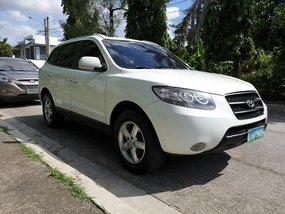 White Hyundai Santa Fe 2010 Automatic in Las Pinas