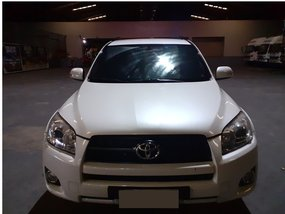 Selling White Toyota Rav4 2.4L 4x4 2010 in Antipolo