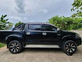 Selling Black Toyota Hilux 2013 at 58937 km