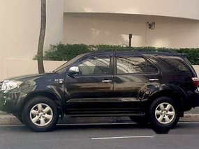 Selling Black Toyota Fortuner 2010 at 93000 km