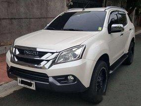 White Isuzu Mu-X 2015 at 43000 km for sale in Marikina
