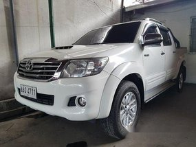 Selling White Toyota Hilux 2014 at 10000 km