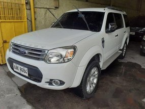 Selling White Ford Everest 2014 at 88000 km