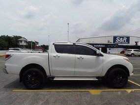 Selling White Mazda Bt-50 2015 at 29000 km